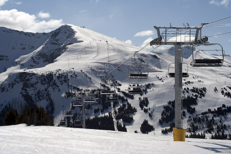 1-skiing rocky mountain adventures