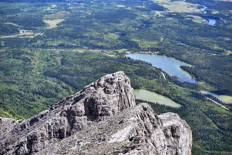 beautiful hikes near calgary yamnuska summit