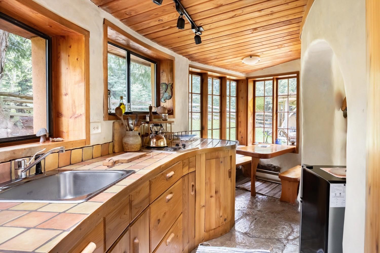 gulf islands airbnb kitchen