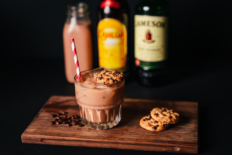 article-image-milk-cookies