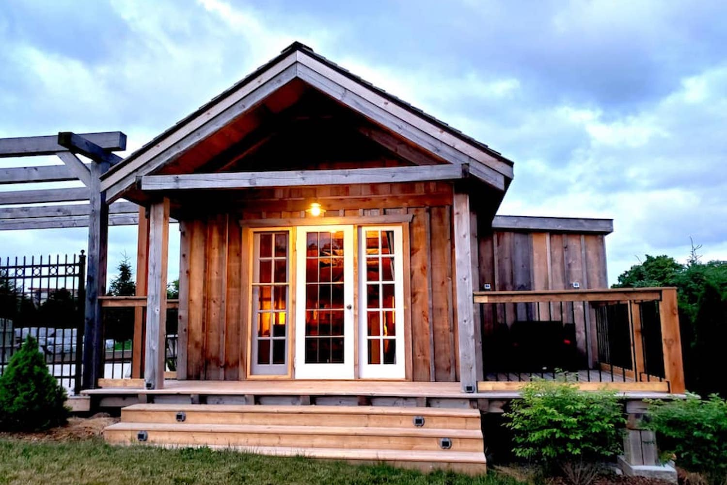tiny house rustic retreat