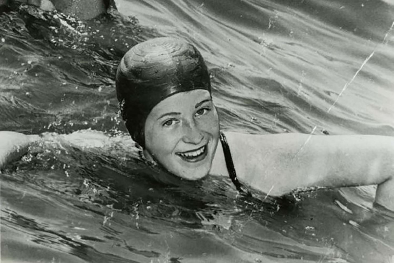 marilyn bell swims lake ontario