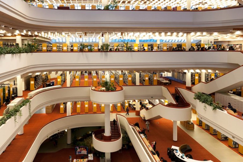 bookstores libraries toronto