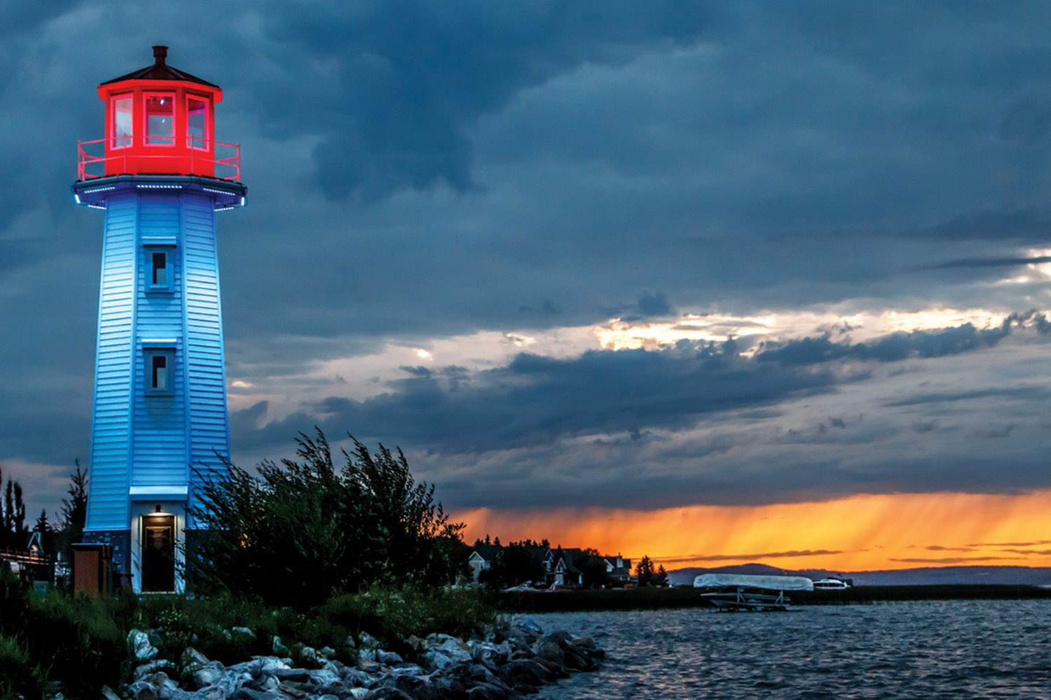 sylvan-lake-lighthouse-best-places-to-retire-in-canada