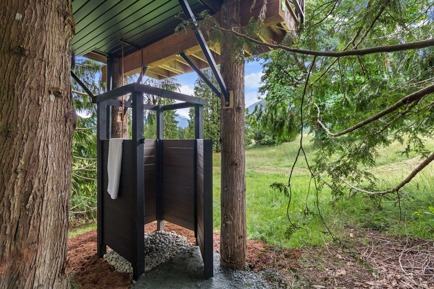 treehouse airbnb bc