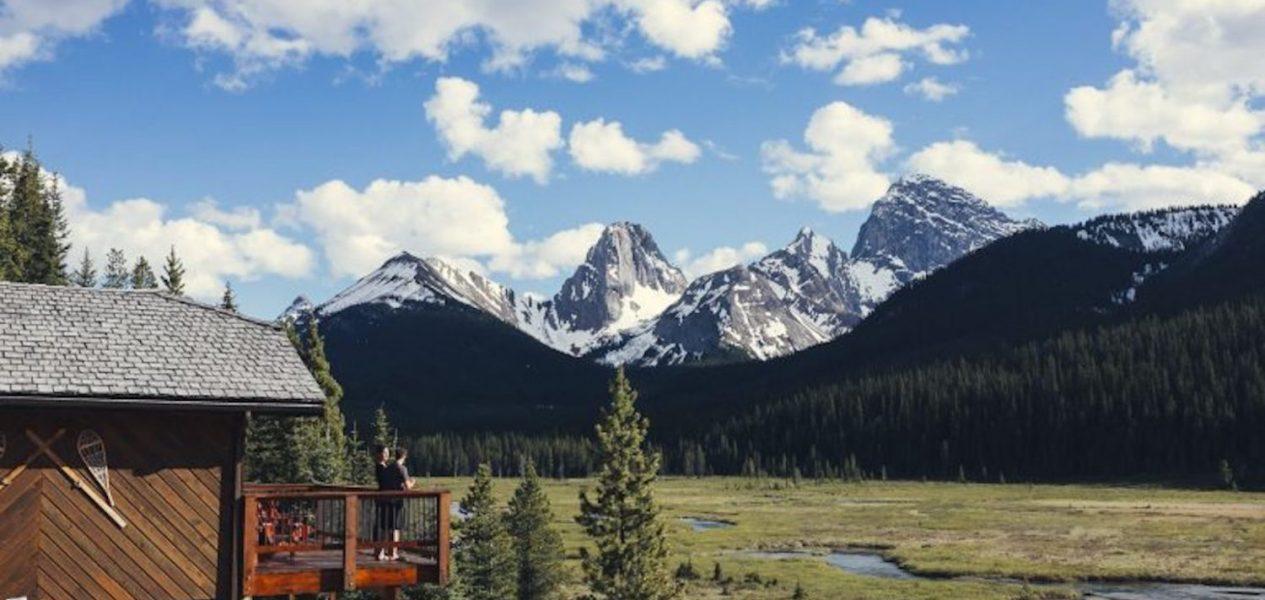 Photo via Mount Engadine Lodge