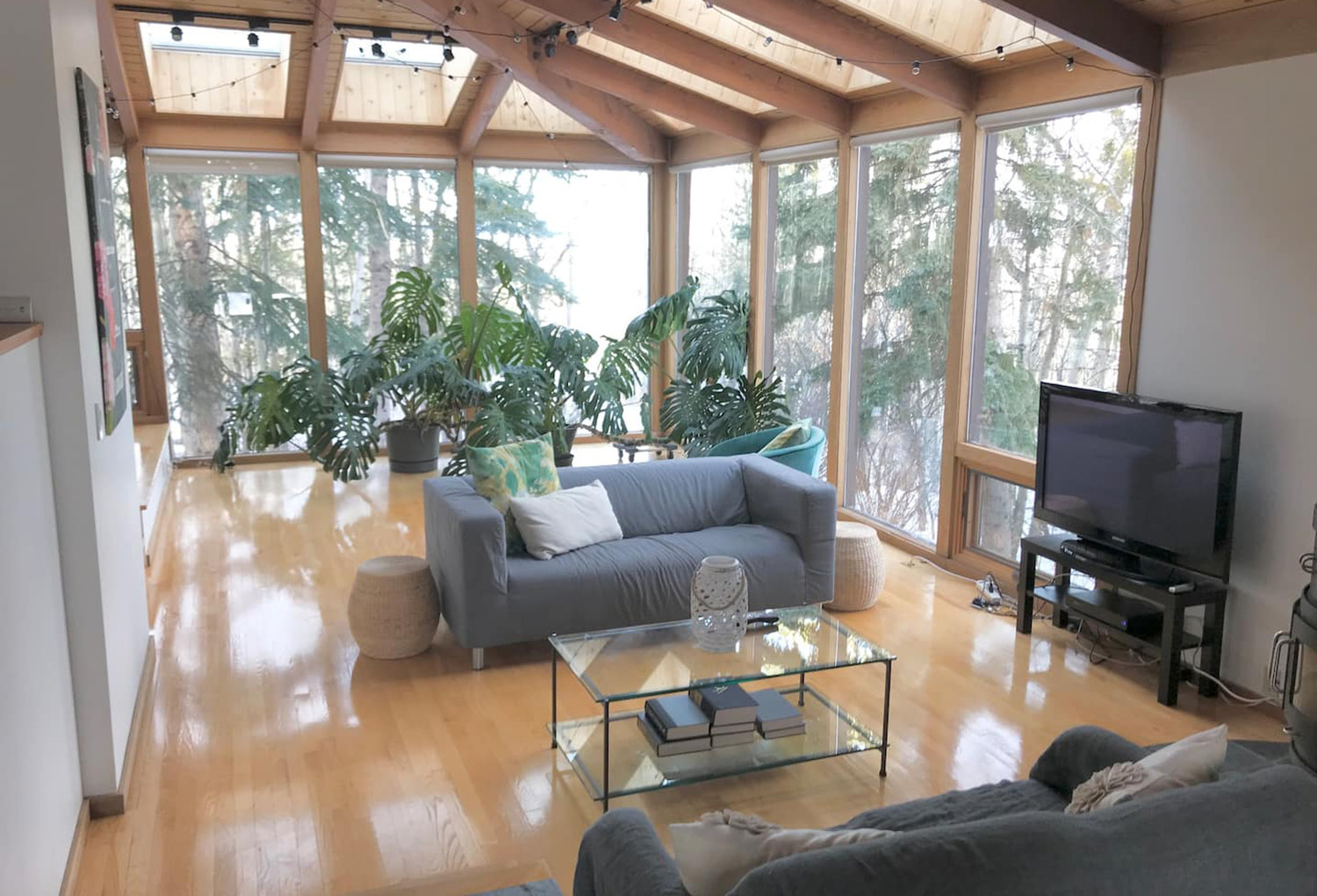 treehouse hideaway airbnb