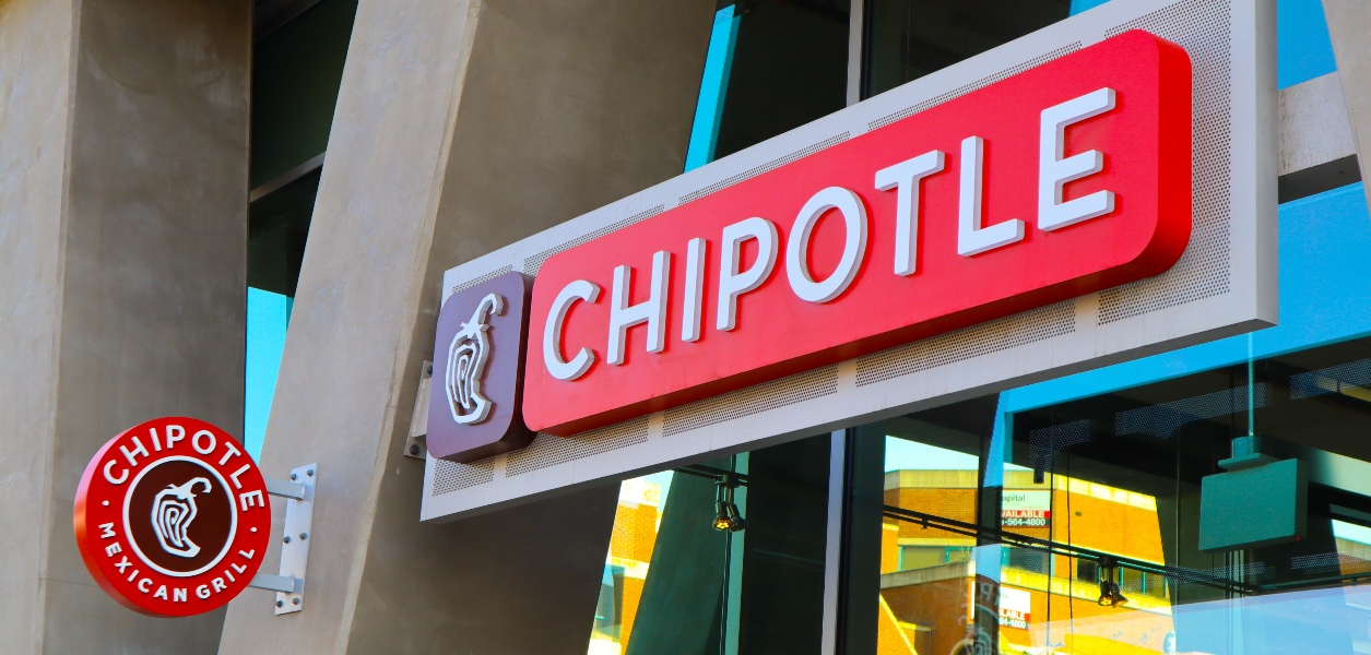chipotle pay increase canada